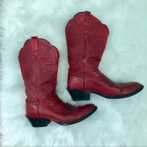 U NEED RED VINTAGE ARIAT COWBOY BOOTS 7M